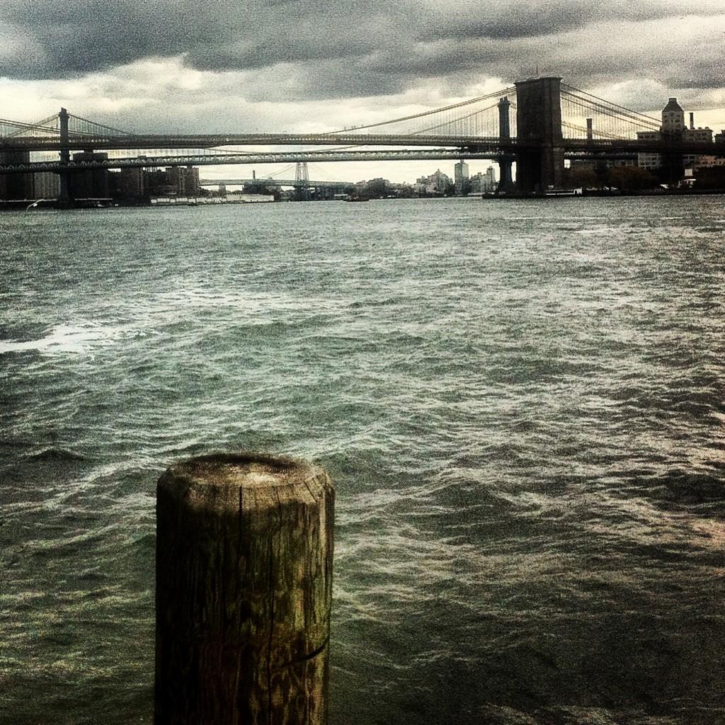 Brooklyn Bridge with chummy bridges