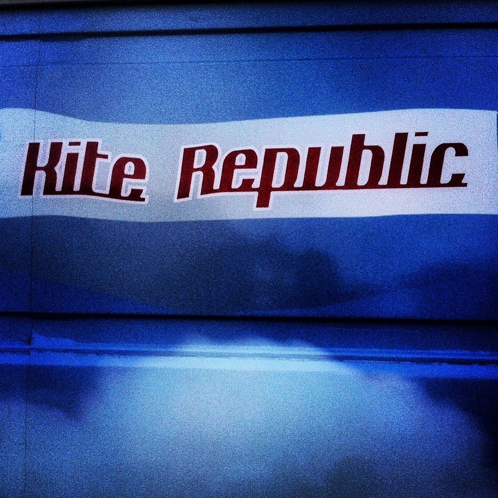 Kite republic salutes grafische Republik